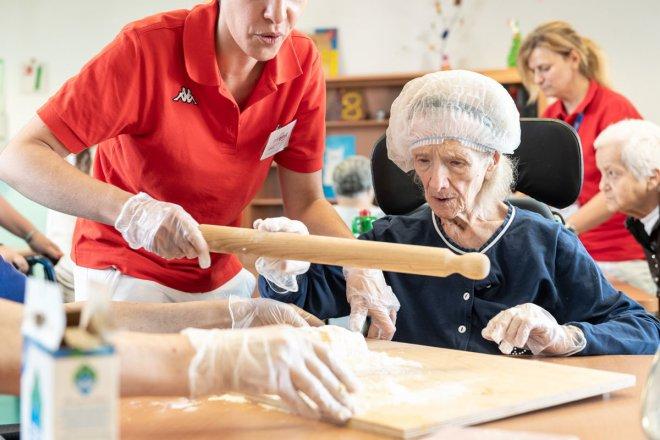 RSA. Anziani durante attivita' ricreative