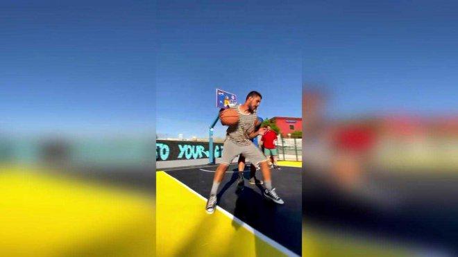 Napoli. A Bagnoli 30 volontari riqualificano un campo da basket per i ragazzi del quartiere