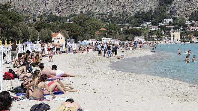 Turisti in spiaggia