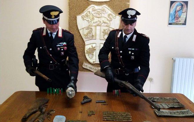 Carabinieri Moiano armi ed espolsivi sequestrati