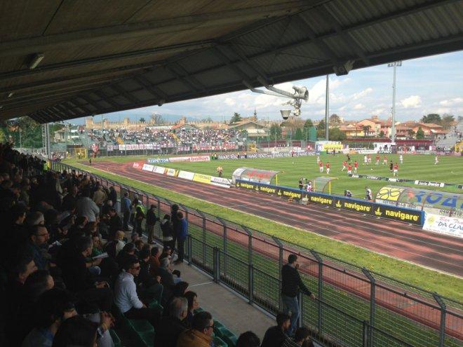 La curva nord ospiti dello Stadio Piercesare Tombolato di Cittadella (foto Wikipedia)