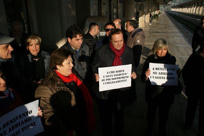 Clemente Mastella, manifestazione pro pendolari della Valle Caudina