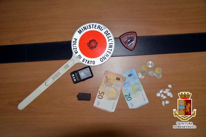 Hashish e cocaina negli slip: 2 pusher beneventani arrestati dalla Squadra Volante della Polizia