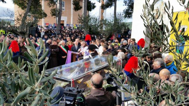 Padre Pio di nuovo a Pietrelcina. L'arrivo a Piana Romana align=