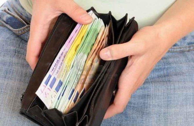 portafoglio con soldi