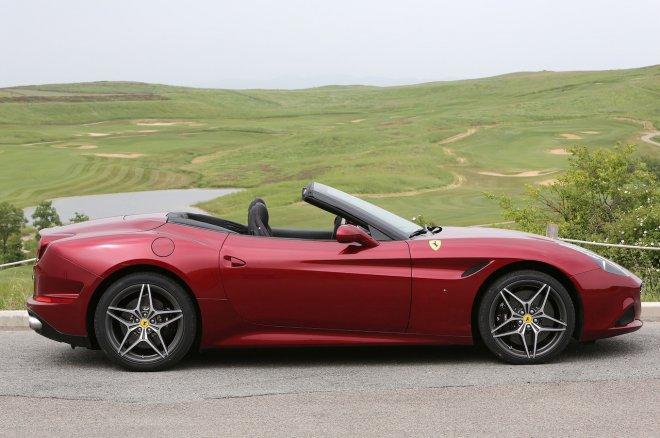 Ferrari California Cabrio (foto di archivio)
