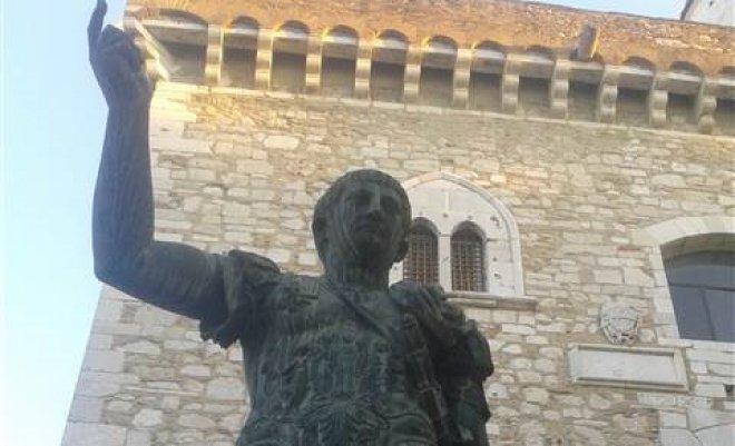 Statua Traiano