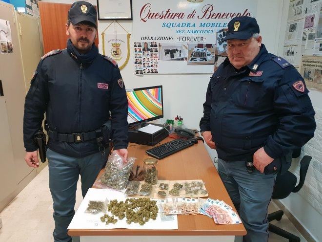 Pietrelcina. Giovane pusher arrestato dalla Polizia: in casa oltre 200 grammi di marijuana