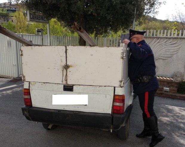 Automezzo sequestrato con cui venivano trasportati  rifiuti senza autorizzazioni