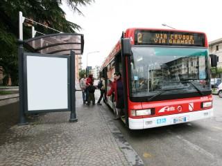 Autobus in servizio di mobilita' urbana