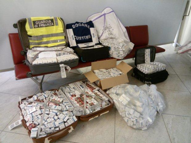Napoli. Oltre 90 kg di sigarette di contrabbando nei bagagli di 5 russi
