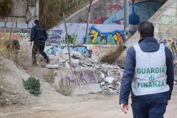 Napoli, discariche abusive sequestrate dalla Finanza