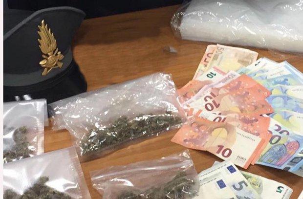 Salerno. Marijuana e denaro sequestrati dalla Guardia di Finanza