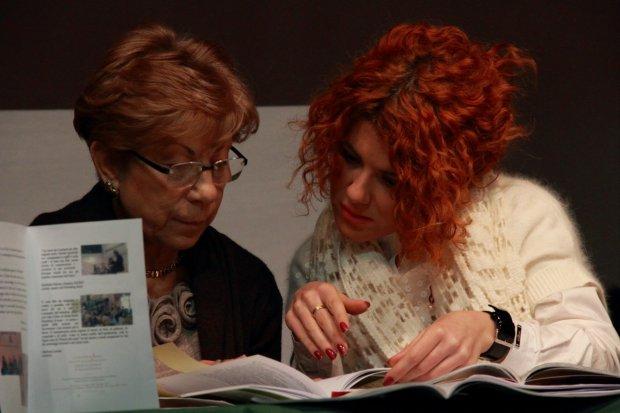 Mariastella Eisenberg (a sinistra) autrice del romanzo, Il tempo fa il suo mestiere