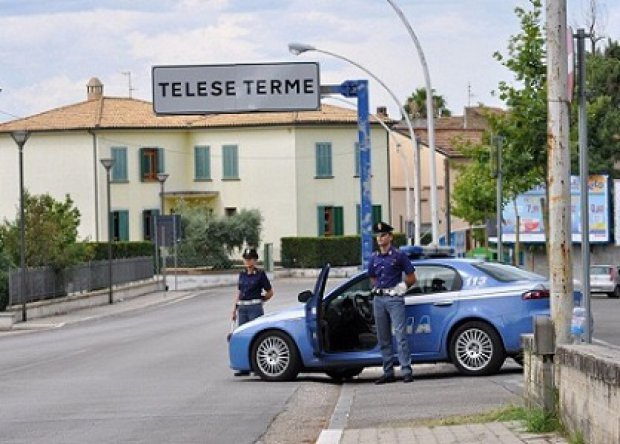 Una volante della Polizia di Stato di Telese Terme