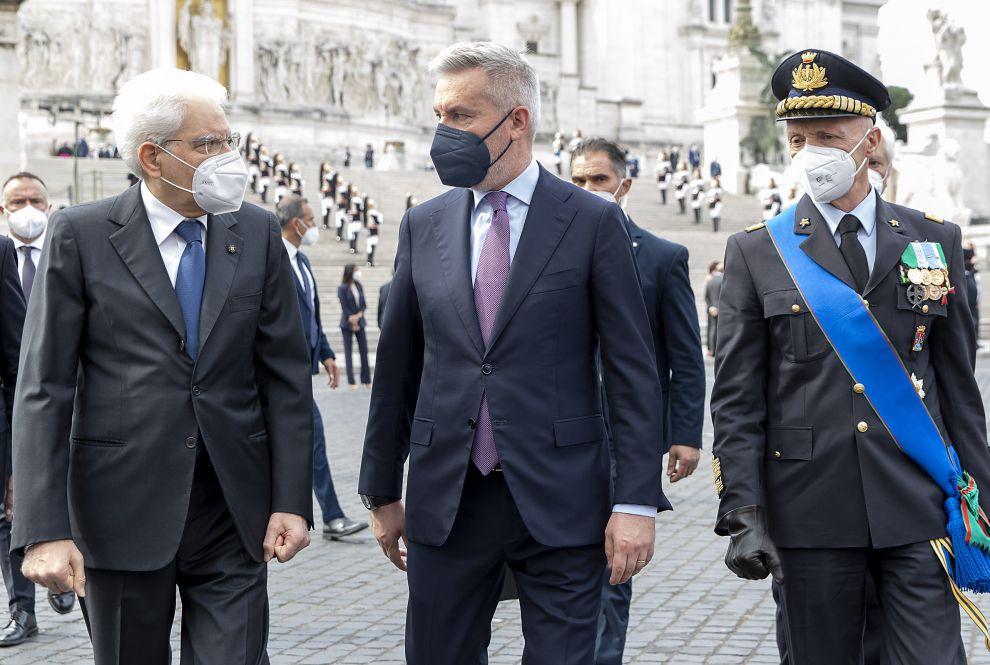 Il Presidente Sergio Mattarella con il Ministro della Difesa Lorenzo Guerini, e il Capo di Stato Maggiore della Difesa Gen. Enzo Vecciarelli