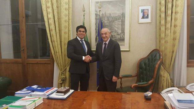 De Caro e il ministro del Costa Rica