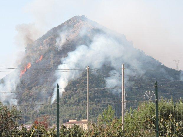 Salerno. incendio San Mango Piemonte