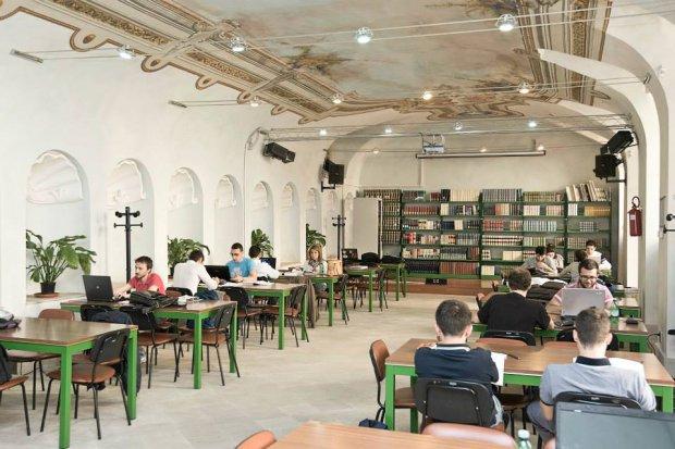 Sala lettura del Dipartimento DEMM