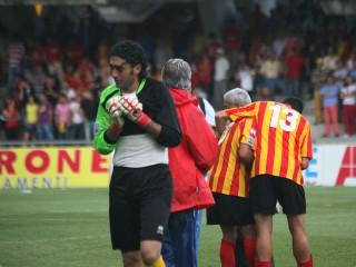 Benevento-Crotone: le lacrime del portiere giallorosso Gori a fine partita