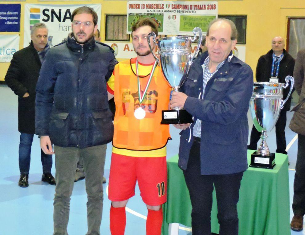 Ansi Formazione Bn5, il capitano  Fabio Iannelli riceve la Coppa per il secondo posto
