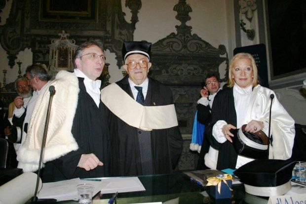 Giuseppe Galasso, il rettore Lucio d'Alessandro e la Preside della Facolta' di Lettere Emma Giammattei nel giorno del conferimento della laurea magistrale honoris causa in Beni Culturali
