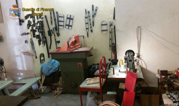 Napoli. Sequestrata dalla Guardia di Finanza una pelletteria clandestina. Denunciati 6 responsabili