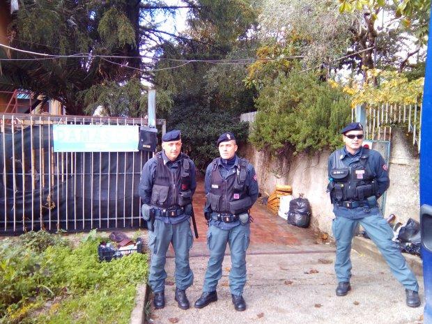 Polizia al Centro Migranti