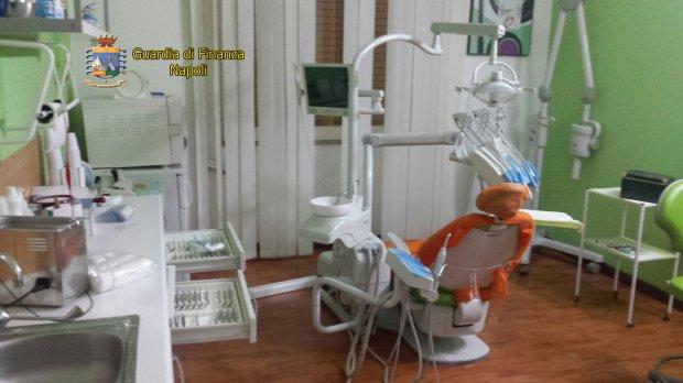 Napoli, sequestrato studio dentistico abusivo a Soccavo