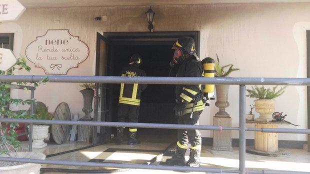 Benevento, Via Appia. Incendio negozio di bomboniere (13 lug 2018)