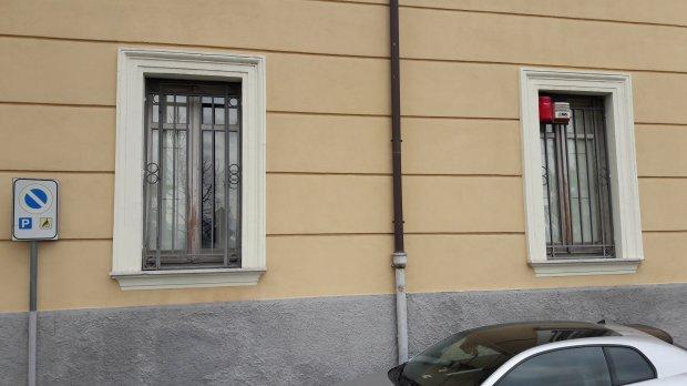 Atto vandalico a Palazzo Mosti