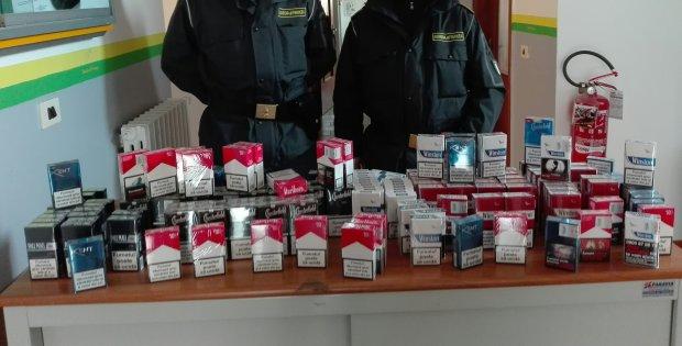Sigarette di contrabbando sequestrate dalla Guardia di Finanza (foto di archivio)