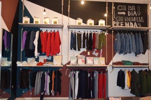 Distribuzione gratuita di abiti al Charity Shop della Caritas di Benevento