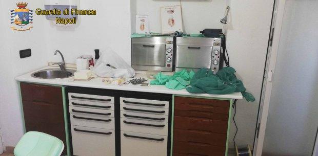 Studio dentistico abusivo scoperto ad Ischia (Napoli)