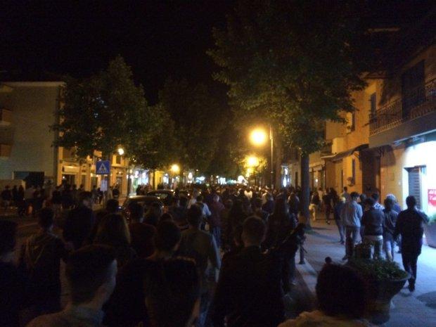 Serrata dei commercianti a telese ieri sera flash mob e for Gruppi politici