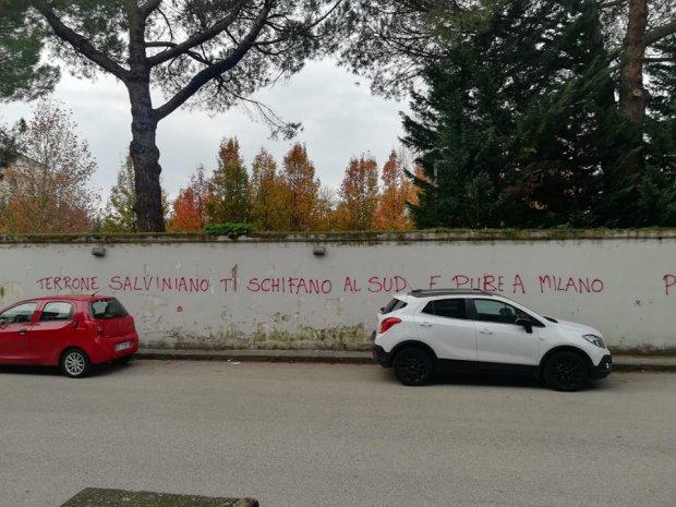 Scritte anti Salvini