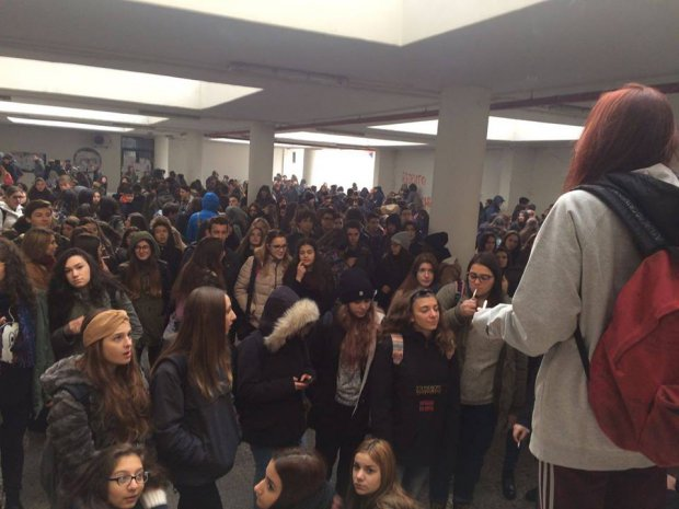 Studenti in sit-in