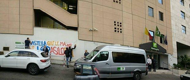 Striscioni protesta Mastella