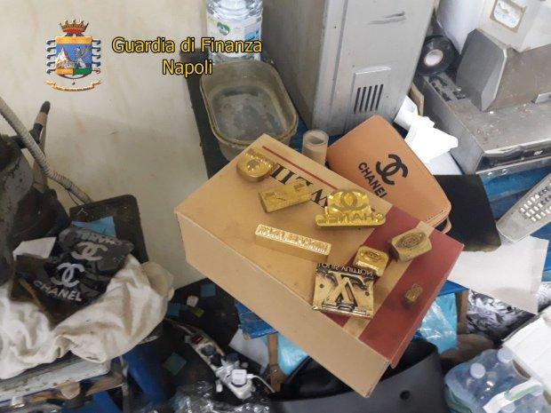 Guardia di Finanza Napoli, sequestro laboratorio clandestino