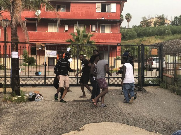 protesta migranti Castelvenere