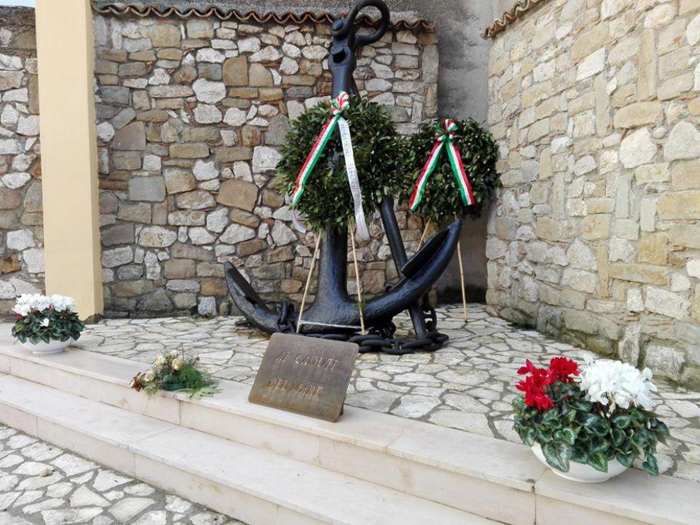 Corona di alloro dell 39 ammiraglio girardelli al monumento for Monte alloro affitti di cabina