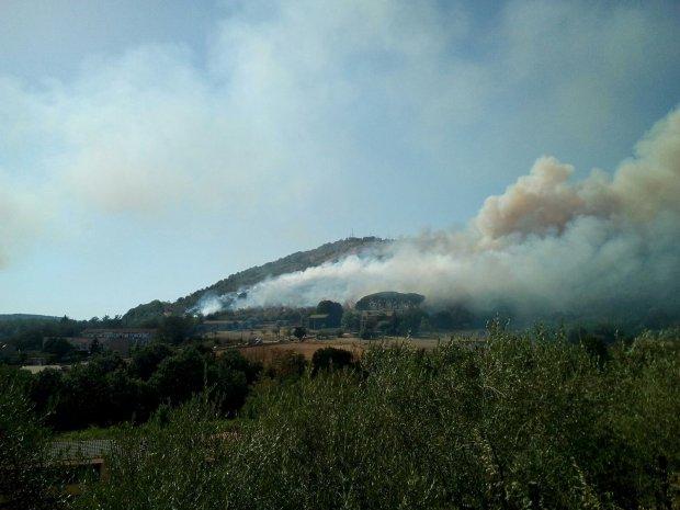 Vasto incendio alle porte di San Salvatore Telesino