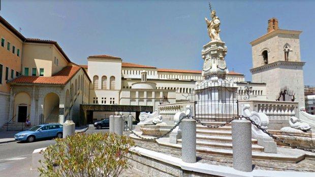 Benevento - Piazza cardinal Pacca / Centro di Cultura Raffaele Calabria