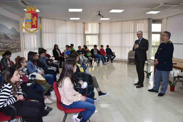 Istituto Comprensivo Padre Isaia di Foglianise alla Questura di Benevento
