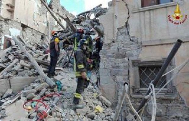 Terremoto, ad Amatrice 6 vigili del fuoco del Vaticano
