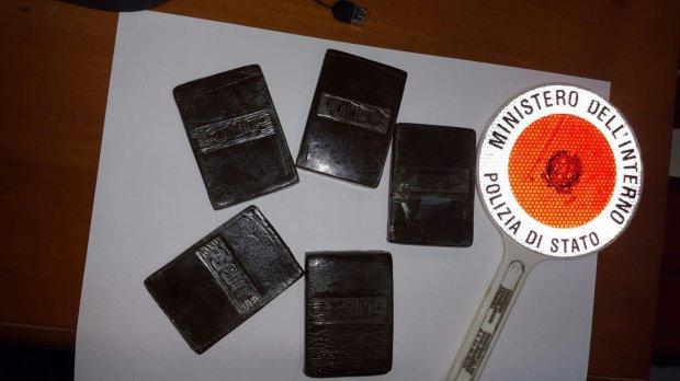 Napoli Pregiudicato Dell Area Vesuviana Arrestato Per Traffico Di Droga