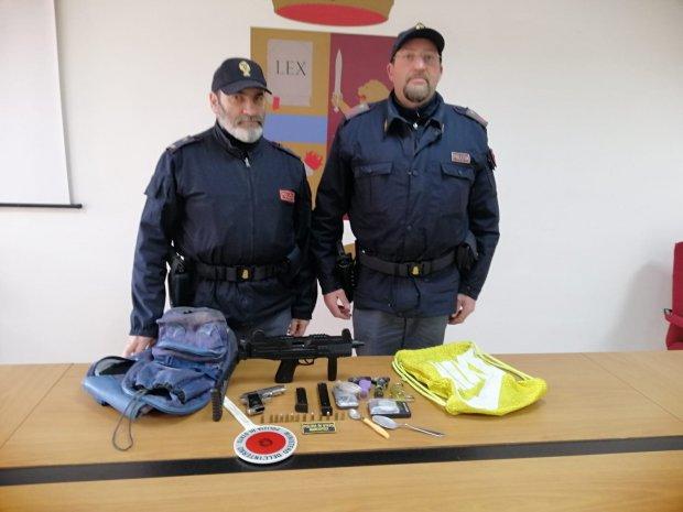 Armi in uno scantinato, pregiudicato denunciato dalla Polizia