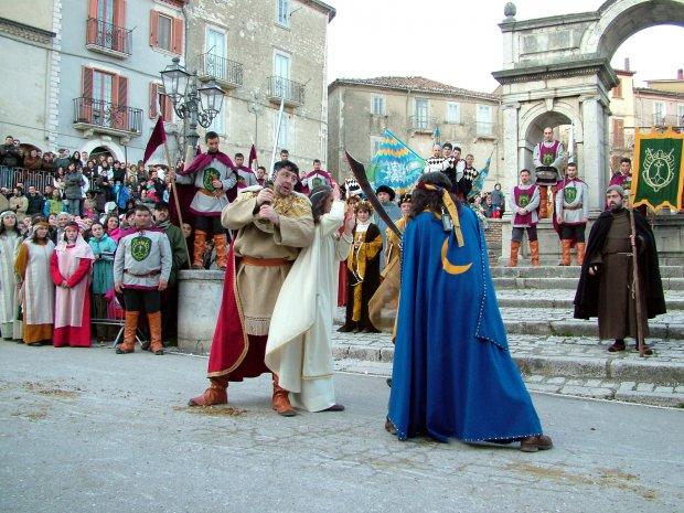 Santa Croce del Sannio - La Pace - Tradizionale manifestazione che rievoca un torneo equestre (foto di archivio)