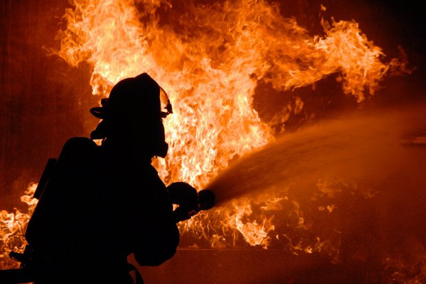 Vigili del Fuoco domano le fiamme (foto di archivio)