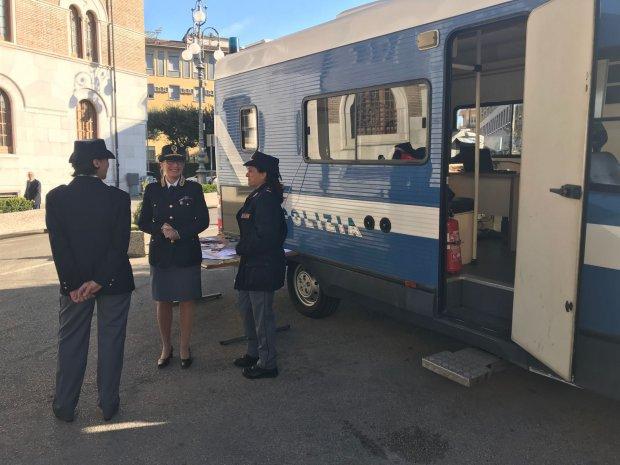 Benevento Torna Il Camper Della Polizia Per La Campagna Contro La